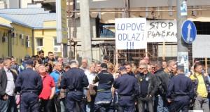 SLOGA: RADNICI AMSS OD SUTRA U NEPREKIDNOM PROTESTU!