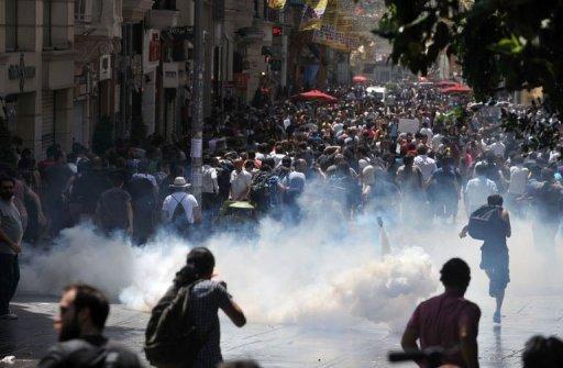 DEMONSTRACIJE U TURSKOJ