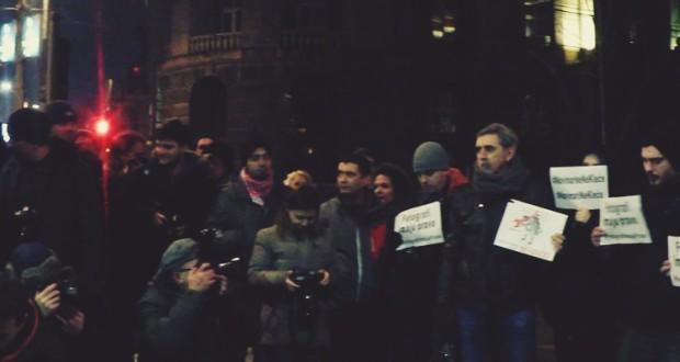 """Održan protest """"Novinari ne kleče"""""""